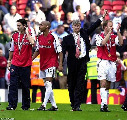 Năm 2002, Wenger cùng các học trò lần thứ 2 đoạt cú đúp danh hiệu cao quý nhất nước Anh
