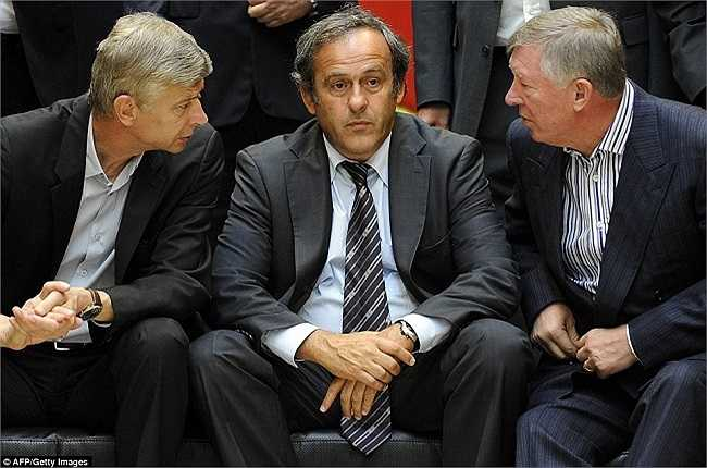 Bàn luận bóng đá với chủ tịch UEFA, Michel Platini và HLV trưởng của Man Utd, Sir Alex Ferguson, thnag1 9/2009