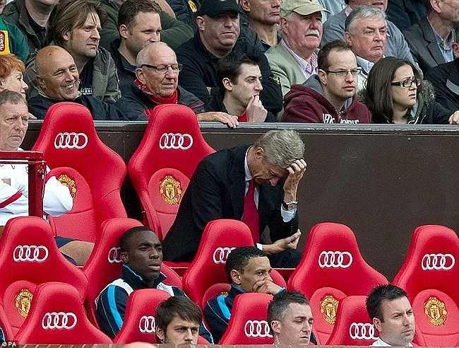 Tháng 8/2011. Arsenal của Wenger nhận thất bại lịch sử 2-8 trước Man Utd tại Old Trafford
