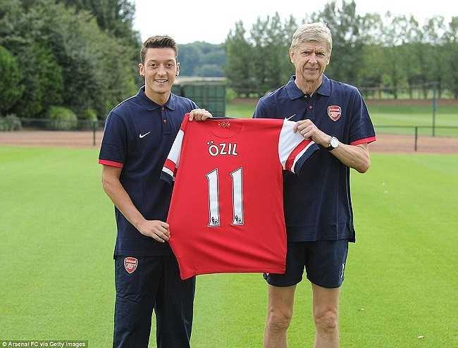 Mùa hè 2013, Wenger phá vỡ kỷ lục chuyển nhượng của Arsenal khi bỏ ra 42,5 triệu bảng để mua về Mesut Ozil từ Real Madrid