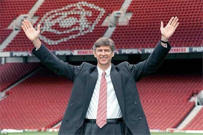 Chụp ảnh ra mắt Arsenal tại sân Highbury