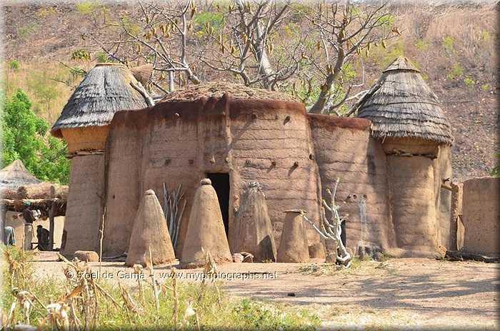 Ngôi 'nhà nấm' là nơi sinh hoạt, chống chọi với các cung bậc của thời tiết, là cái nóng đổ lửa của mùa hè và lạnh cắt da, cắt thịt của mùa đông.