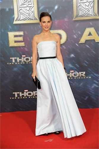 'Thiên nga đen' Natalie Portman sở hữu chiều cao suýt soát 1m60.