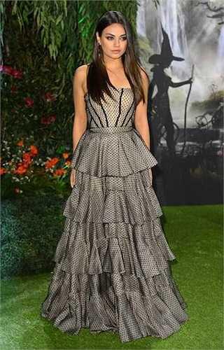 'Cô đào' nóng bỏng Mila Kunis có chiều cao 1m60.