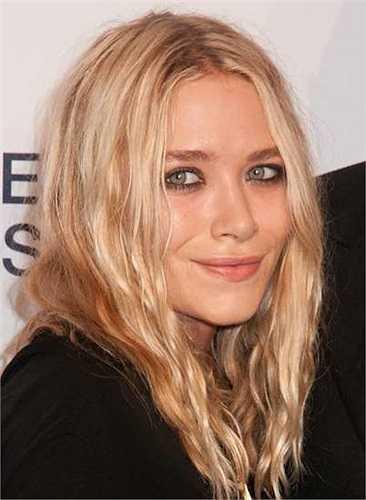 Hai chị em nhà Mary-Kate Olsen có chiều cao 'nấm lùn': 1m50.