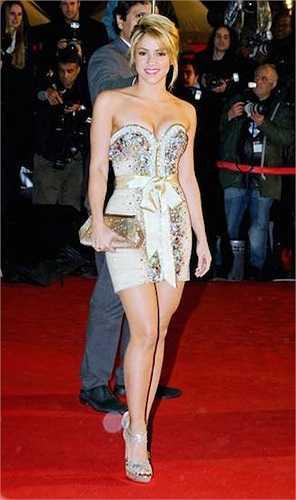 Shakira đánh bật nhiều mỹ nhân trên thảm đỏ có chiều cao khá khiêm tốn: 1m55.