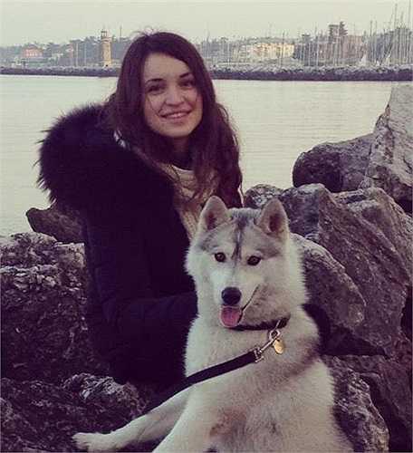 Simona Bonafini là cô gái xinh đẹp, tài năng đến từ thành phố Milano, Italy.