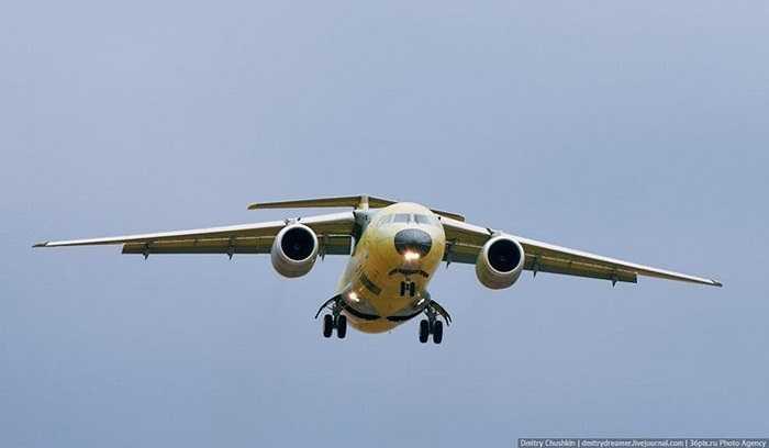 AN-148 là máy bay chở khách dân dụng hạng nhẹ