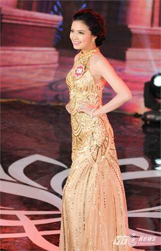 Người đẹp Đỗ Thùy Dương, số báo danh 138 trong trang phục dạ hội của mình