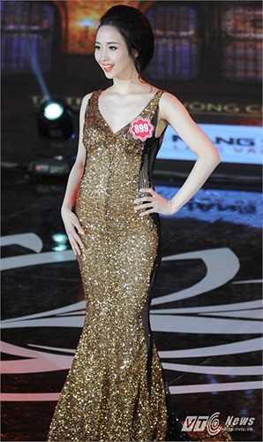 Mặc dù không lọt vào vòng trong nhưng Nguyễn Thúy Ngân mang số báo danh 899 có phần trình diễn trang phục dạ hội rất tuyệt vời