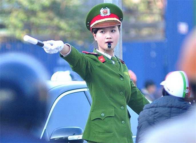 Lê Mai Thương là hotgirl xinh đẹp, giỏi giang của Học viện Cảnh sát nhân dân.