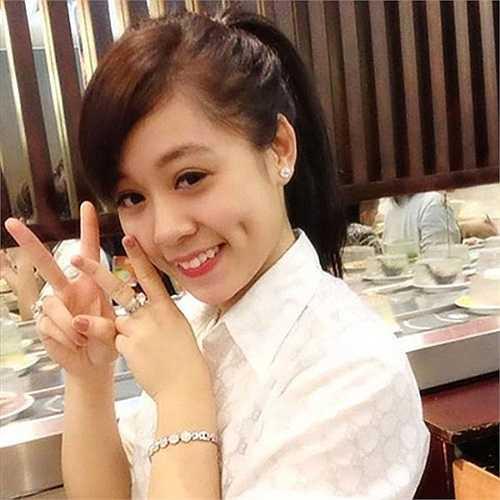 Kiều Anh hiện đang học chuyên ngành Cảnh sát giao thông, cô rất thích học võ và múa rất đẹp, thường xuyên tham gia các hoạt động văn nghệ của trường, lớp.