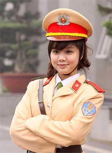 Hồng Nhung hiện đang học lớp B6, chuyên ngành Cảnh sát Giao thông.