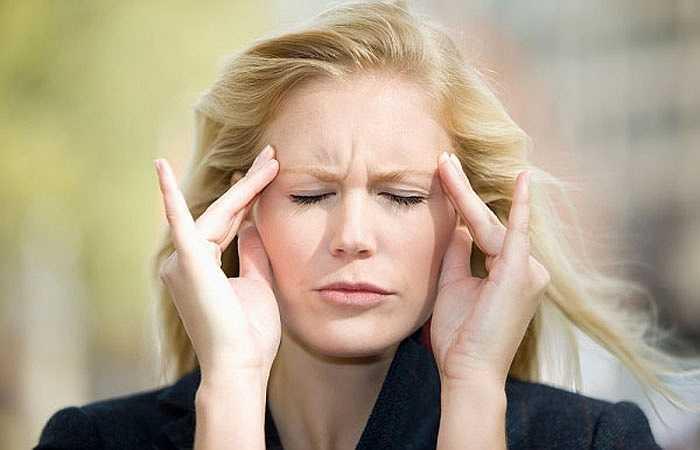 Khi bạn có huyết áp trên 180 / 110mmHg thì nhức đầu có thể là dấu hiệu hàng đầu bạn cần quan tâm. Nhưng, bạn cũng nên chú ý một điều rằng triệu chứng đau đầu sẽ không xuất hiện trong trường hợp tăng nhẹ huyết áp. Chỉ bệnh huyết áp cao đã trở thành ác tính thì bạn mới thấy những cơn đau đầu.