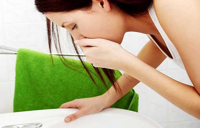 Một dấu hiệu khác của bệnh cao huyết áp là buồn nôn và nôn. Tuy vậy, triệu chứng này còn liên quan đến nhiều bệnh lý khác. Do đó bạn nên kiểm chứng cùng một số triệu chứng liên quan khác đi kèm như nhìn mờ, khó thở.