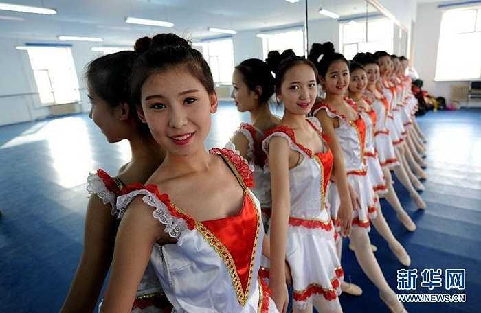 Nữ sinh tập múa ballet để luôn giữ được vóc dáng
