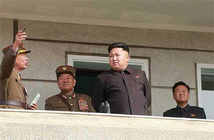 Sau đó, ông Kim đưa ra ưu và nhược điểm của buổi huấn luyện