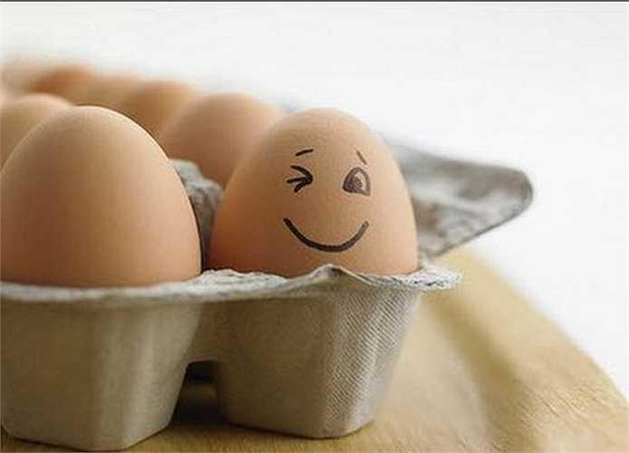 Các loại trứng gia cầm đều giàu vitamin B5 và B6 có tác dụng duy trì thăng bằng hoóc môn và giảm stress. Ngoài ra, trứng cũng có chứa nhiều cholesterol, một chất tiền thân quan trọng của cả hai loại hoóc môn sinh dục quan trọng là testosterone và estrogen.
