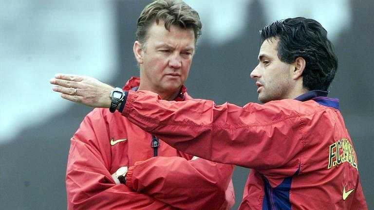 Jose Mourinho làm công việc trợ lý chiến thuật tại Barcelona dưới thời HLV Bobby Robson và sau đó trở thành trợ lý HLV của Louis van Gaal vào năm 1998.