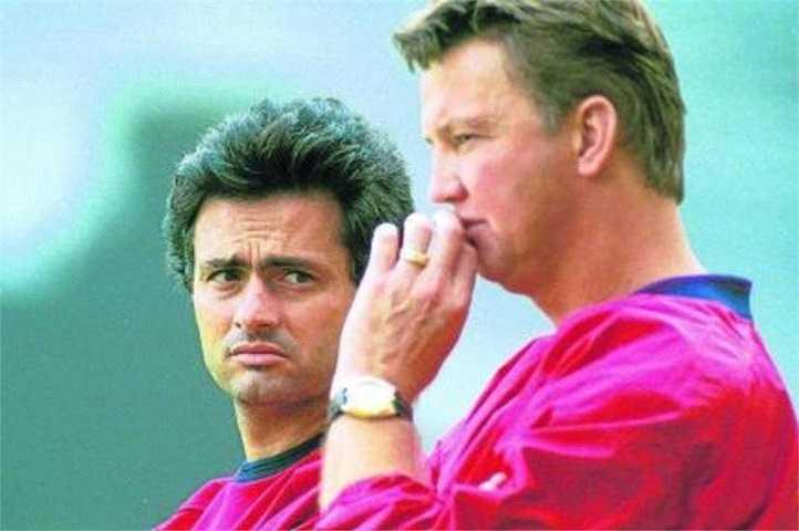 Tuy có khác biệt về triết lý bóng đá, nhưng Van Gaal vẫn để Mourinho tự mình phát triển theo những tư tưởng riêng của ông.