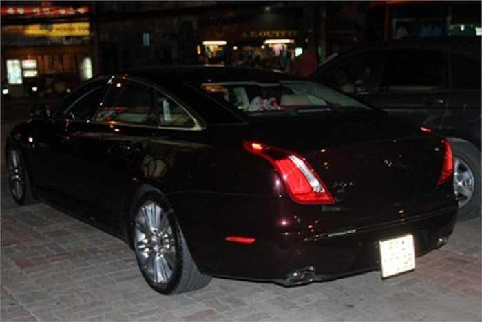 Hồ Ngọc Hà từng bị bắt gặp khi lái chiếc xe hơi trị giá 5 tỷ này đi sự kiện.