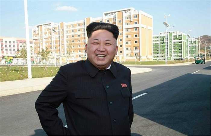 Hình ảnh ông Kim Jong-un xuất hiện trở lại sau hơn một tháng vắng mặt hôm 14/10