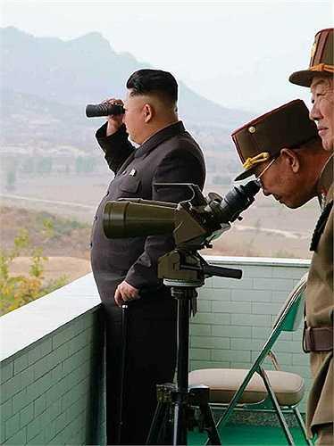 Nhà lãnh đạo Kim Jong-un vừa có chuyến thị sát buổi huấn luyện chiến đấu của đơn vị số 526 và 478 của quân đội nhân dân Triều Tiên ngày 24/10
