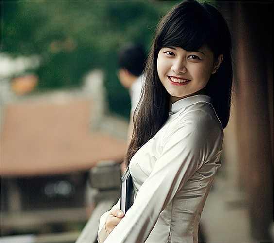 Quỳnh Trần cho biết, các hình ảnh trên do một anh nhiếp ảnh trong trường chụp cho cô cách đây vài tháng. Tuy nhiên, cô cũng không rõ ai đã lấy ảnh của mình và đăng tải lên diễn đàn mạng.