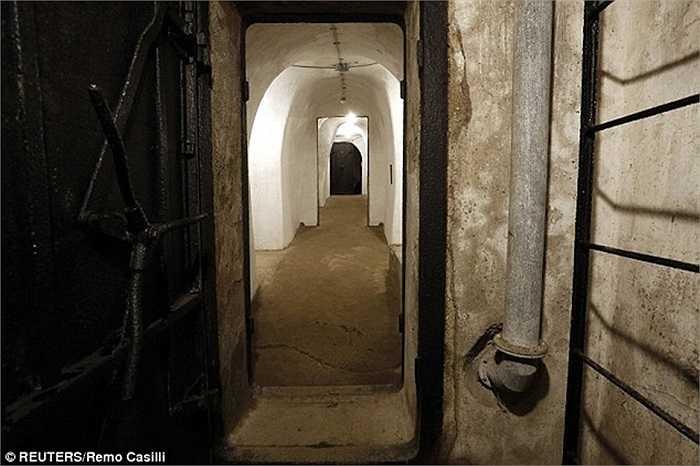 Có chiều dài gần 60m, boongke được xem là nơi an toàn cho Mussolini