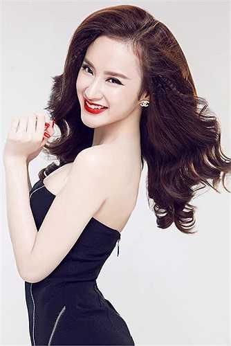 Angela Phương Trinh xinh đẹp không tì vết.