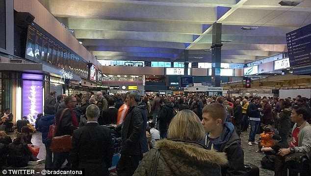 Khung cảnh tại nhà ga tàu điện ngầm London Euston.