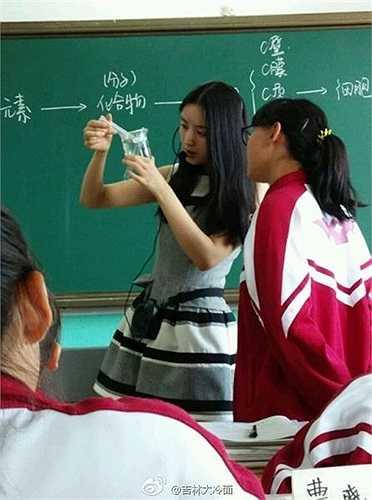 Đặng Viên Viên bắt đầu công tác giảng dạy tại trường trung học Cát Lâm từ năm 2012