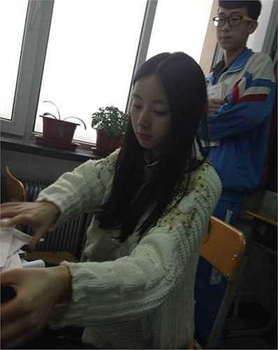 Đặng được các học sinh trường trung học Cát Lâm gọi với cái tên 'Nữ thần Sinh học'