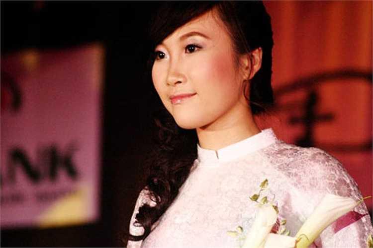 Cô bạn này là Vũ Hải Anh, là nữ sinh xinh xắn từng Miss khả ái trong cuộc thi Miss Đại học Bách khoa.