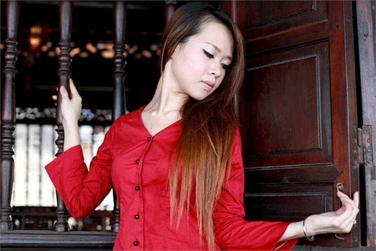 Phan Khánh Linh là một trong 20 gương mặt xuất sắc nhất đại diện cho nữ sinh Hà Nội có mặt trong đêm chung kết Imiss 2010.