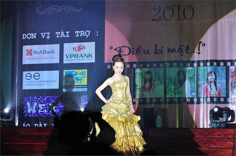 Khánh Linh lọt vào Top 20 Miss Thăng Long để có mặt trong đêm chung kết.