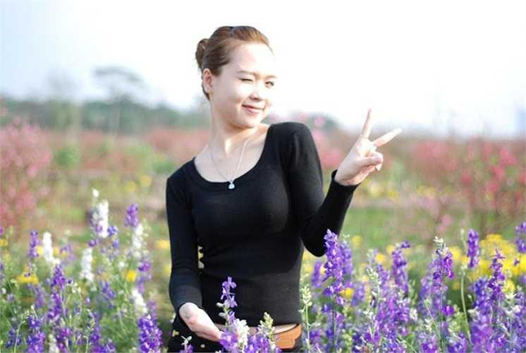 Linh tâm sự: ' Từ bé, bố mẹ tập cho em nét dịu dàng và nữ tính của người con gái nên bố mẹ cho em tham gia sinh hoạt ở cung Văn hóa thiếu nhi Việt Đức - thành phố Vinh - Nghệ A.