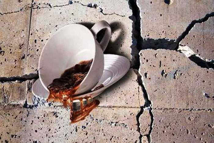 Ý tưởng trải qua một trận động đất dữ dội trong khi ăn không phải là ý tưởng tốt. Tuy nhiên, trong quán Café Disaster, mọi người được thử cảm giác ngồi ăn với trận động đât 7,8 độ richter nhân tạo. Tất nhiên, sẽ không hề có một chấn thương nào cho thực khách nhưng chuyện đổ bể là bình thường.