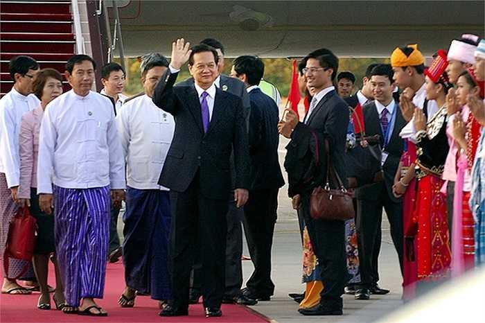 Thủ tướng Nguyễn Tấn Dũng tới Thủ đô Nay Pyi Taw, Myanmar