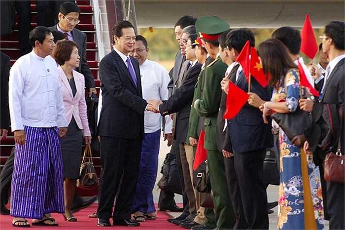Lễ đón Thủ tướng Nguyễn Tấn Dũng và Đoàn đại biểu Việt Nam tại sân bay