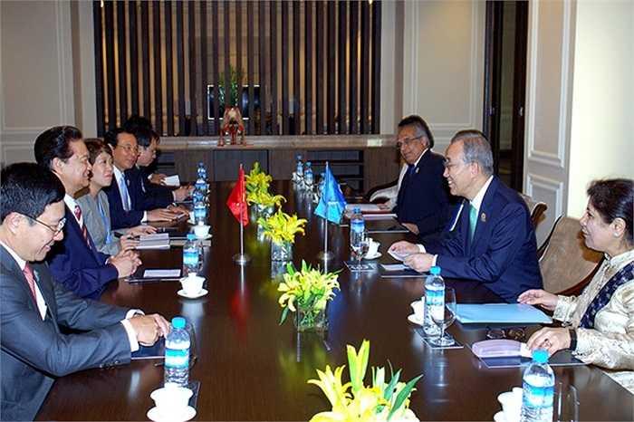 Thủ tướng Nguyễn Tấn Dũng gặp Tổng Thư ký Liên Hợp Quốc Ban Ki-moon.