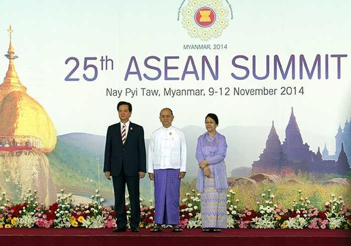 Tổng thống Myamar Thein Sein và phu nhân đón Thủ tướng Nguyễn Tấn Dũng