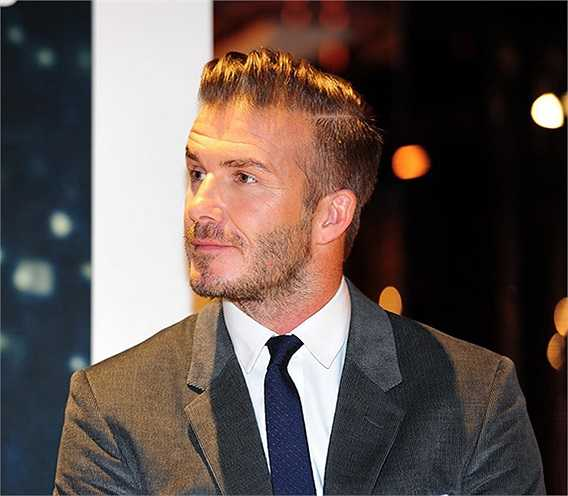 Beckham là một cầu thủ thân thiện với truyền thông, có một cô vợ nổi tiếng. Anh ta không chỉ đơn thuần là một tài năng bóng đá