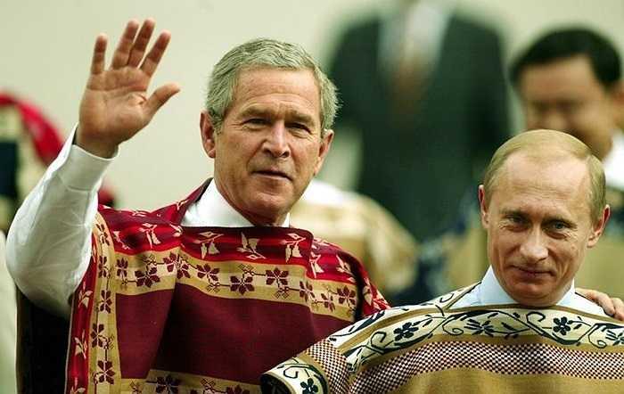 Tổng thống Mỹ, Nga trong trang phục mang hoa văn truyền thống ở Chile trong Hội nghị APEC 2004
