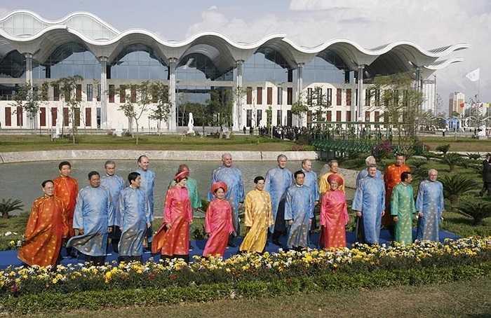 Áo dài truyền thống của Việt Nam là trang phục chung của các nhà lãnh đạo APEC khi hội nghị diễn ra ở Hà Nội năm 2006