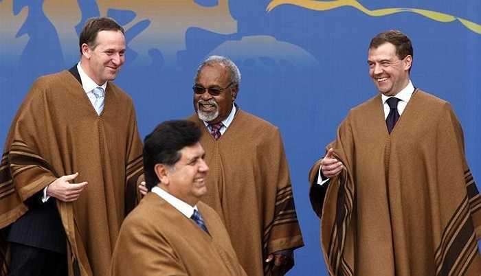 Trang phục truyền thống dành cho các nhà lãnh đạo khi tham dự APEC 2008 ở Lima, Peru