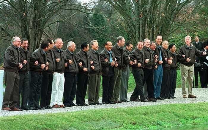 Một loại áo khoác dùng chung cho các nhà lãnh đạo ở Vancouver, Canada năm 1997