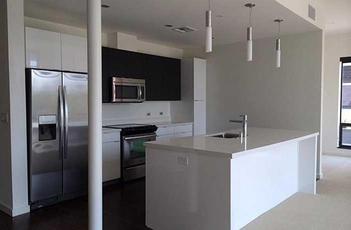 Vợ Đan Trường đã chia sẻ trên trang cá nhân ngôi nhà mới của họ bên Mỹ. Căn nhà đang trong quá trình hoàn thiện về nội thất.