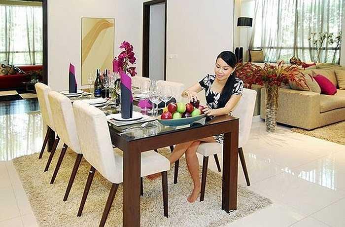 Hiện tại, gia đình Cẩm Ly đang sống trong một căn hộ xa hoa hơn 1 triệu đô tại quận 7.