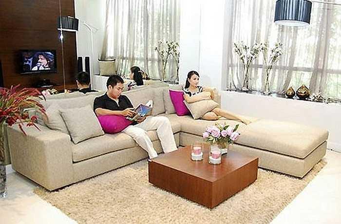 Là vợ của một nhạc sỹ, đạo diễn âm nhạc nổi tiếng nhưng cuộc sống của vợ chồng Cẩm Ly- Minh Vy cũng hết sức bình dị